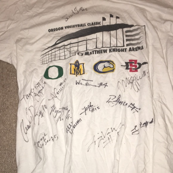 Nike Tops - T shirt Oregon women's volleyball signed small.